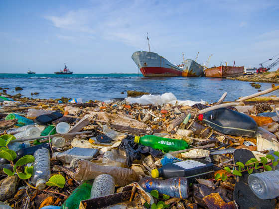 plastic_oceans_full.jpg